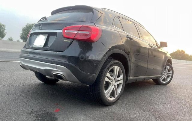 Cần bán xe Mercedes GLA 200 đời 2015, màu đen0