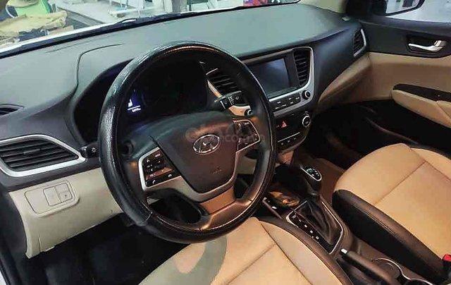 Bán Hyundai Accent năm 2018, màu trắng, xe chính chủ giá thấp1