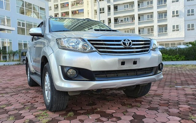 Toyota Fortuner G máy dầu, sản xuất năm 2014 mới về, màu bạc siêu zin0