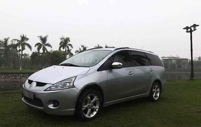 Cần bán gấp Mitsubishi Grandis Sport sản xuất 2009, màu bạc giá cạnh tranh3