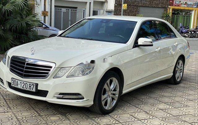 Cần bán xe Mercedes E250 sản xuất năm 2009 còn mới, giá tốt0