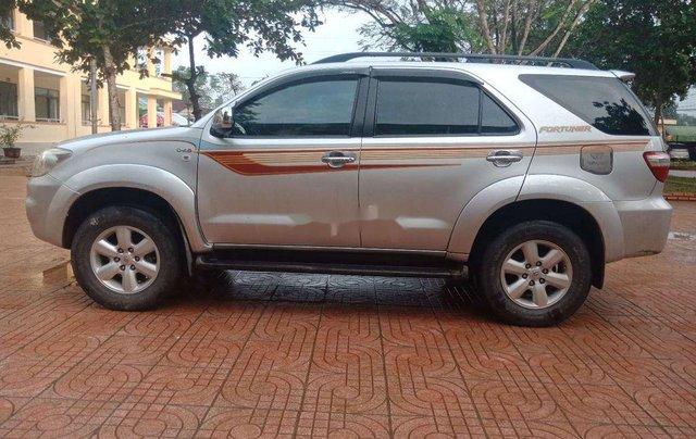 Cần bán Toyota Fortuner năm sản xuất 2011 còn mới4
