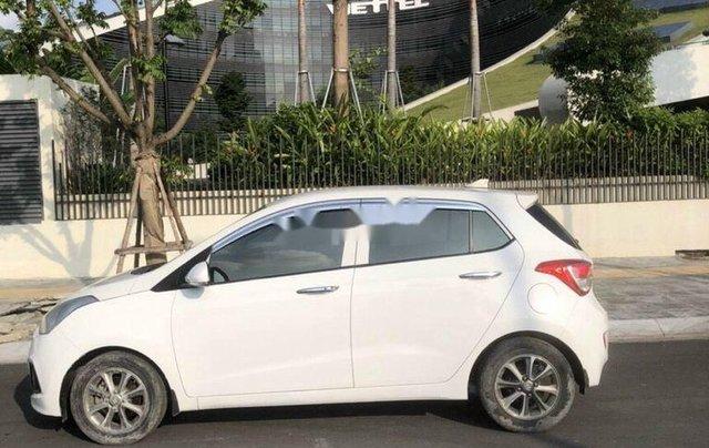Cần bán gấp Hyundai Grand i10 năm 2015, màu trắng, nhập khẩu chính chủ2