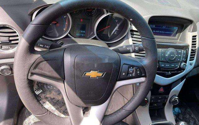 Cần bán Chevrolet Cruze 2017, màu xám chính chủ giá cạnh tranh4