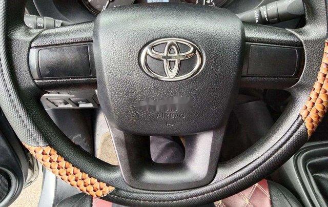 Cần bán gấp Toyota Hilux sản xuất năm 2019, nhập khẩu còn mới, giá 570tr4
