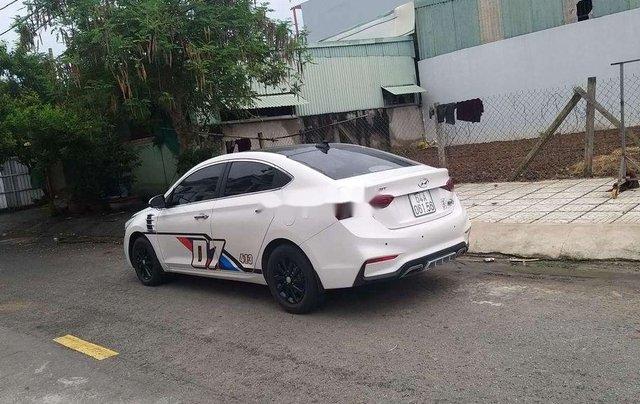 Bán Hyundai Accent năm sản xuất 2018, màu trắng, nhập khẩu nguyên chiếc5