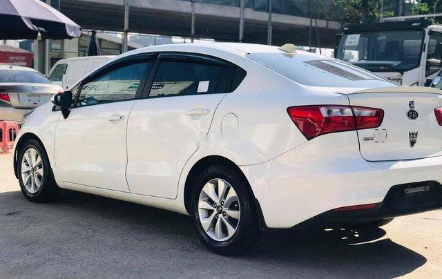 Cần bán lại xe Kia Rio đời 2017, màu trắng, 375tr2