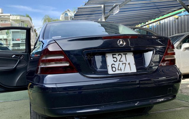 Cần bán Mercedes-Benz C class C180 màu xanh, sx năm 20022