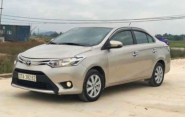 Cần bán gấp Toyota Vios 1.5E sản xuất 2017, màu vàng cát0