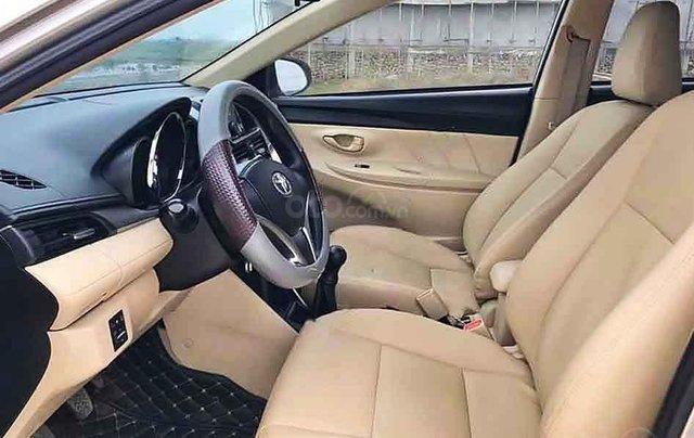 Cần bán gấp Toyota Vios 1.5E sản xuất 2017, màu vàng cát2