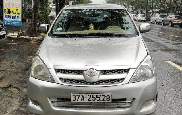 Cần bán nhanh chiếc Toyota Innova đời 2008, màu bạc giá cạnh tranh0
