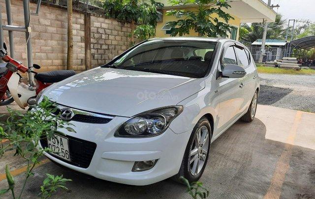Chính chủ bán xe Hyundai i30 CW 1.6 AT 2011 - Giá chỉ 305 triệu còn rất mới và đẹp0