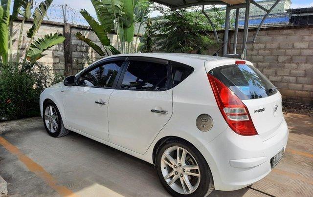 Chính chủ bán xe Hyundai i30 CW 1.6 AT 2011 - Giá chỉ 305 triệu còn rất mới và đẹp1