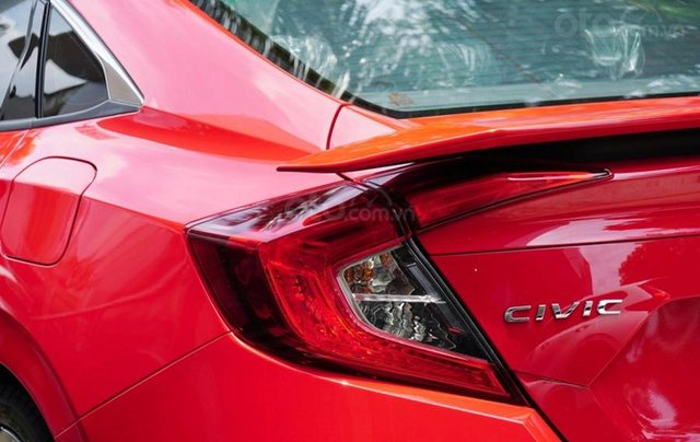 Khuyến mãi giảm giá sâu với chiếc Honda Civic RS 1.5 Turbo đời 2020, giao nhanh4