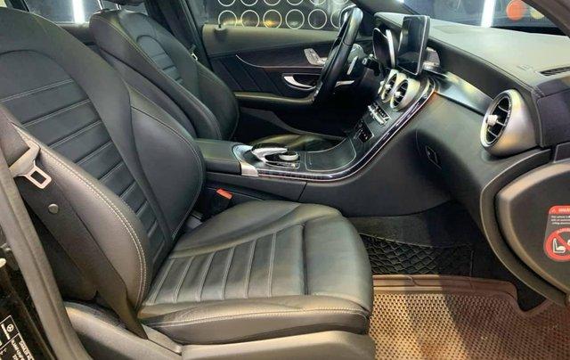 Xe chính chủ bán Mercedes C300 AMG sx 2015 màu đen nội thất đen, sang trọng đầy đẳng cấp, xe cam kết zin7