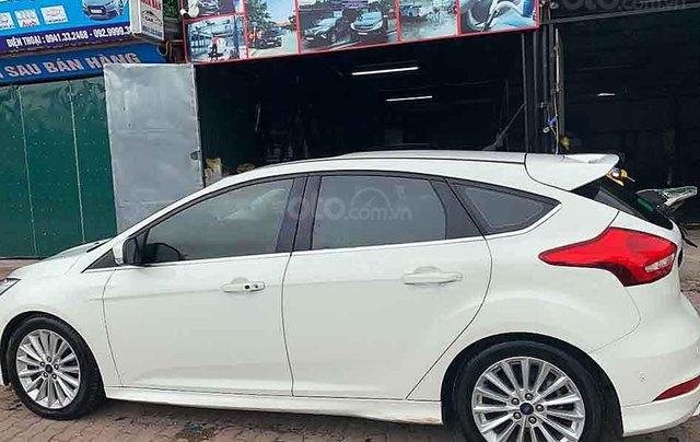 Bán Ford Focus năm sản xuất 2015, màu trắng còn mới, 570tr3