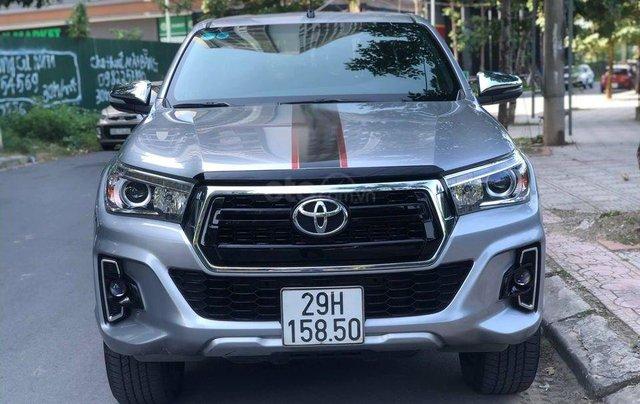 Cần bán xe Toyota Hilux 2.8G 2 cầu AT sản xuất năm 2018, màu bạc1