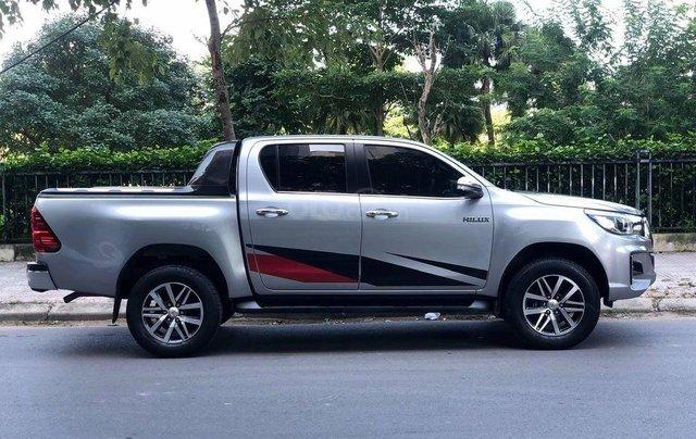 Cần bán xe Toyota Hilux 2.8G 2 cầu AT sản xuất năm 2018, màu bạc0