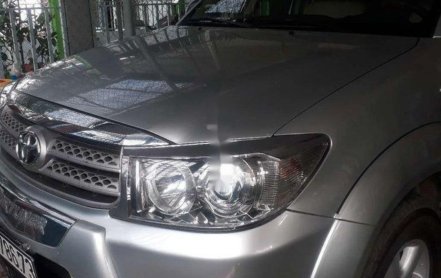 Cần bán xe Toyota Fortuner 2009, màu bạc còn mới1