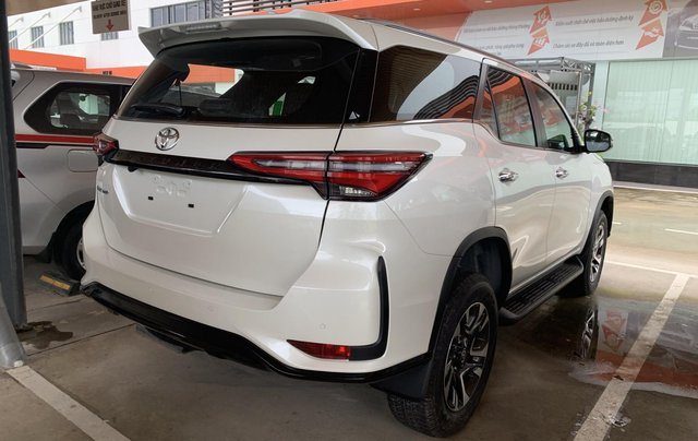 Toyota Fortuner 2.4 4X2 Legender. Giao ngay, giá tốt nhất thị trường3