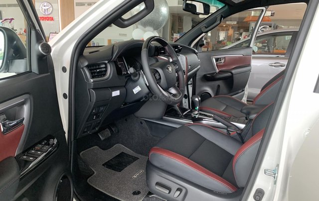 Toyota Fortuner 2.4 4X2 Legender. Giao ngay, giá tốt nhất thị trường5