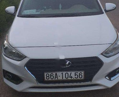 Cần bán gấp Hyundai Accent đời 2019, màu trắng, xe nhập còn mới, 390tr0