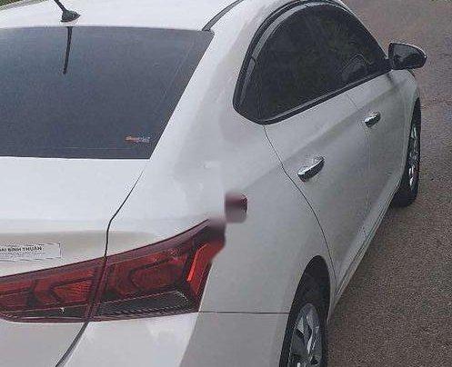 Cần bán gấp Hyundai Accent đời 2019, màu trắng, xe nhập còn mới, 390tr2