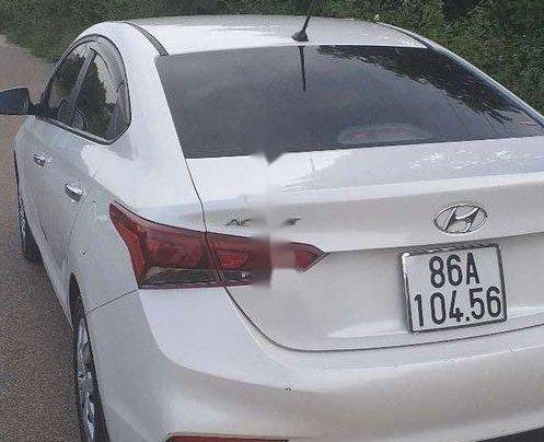 Cần bán gấp Hyundai Accent đời 2019, màu trắng, xe nhập còn mới, 390tr3