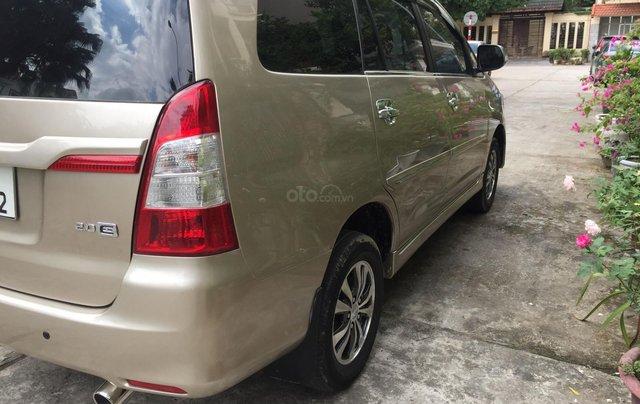 Chính chủ tôi cần bán Toyota Innova 2.0E 2014 số sàn, màu vàng cát4
