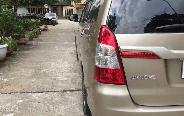Chính chủ tôi cần bán Toyota Innova 2.0E 2014 số sàn, màu vàng cát5