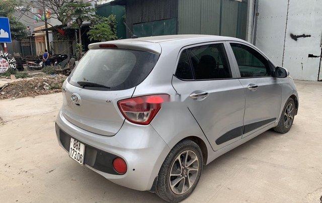 Cần bán Hyundai Grand i10 năm sản xuất 2017, màu bạc0