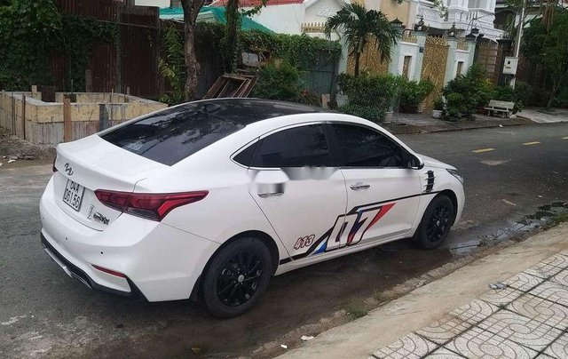 Bán Hyundai Accent năm sản xuất 2018, màu trắng, nhập khẩu nguyên chiếc4