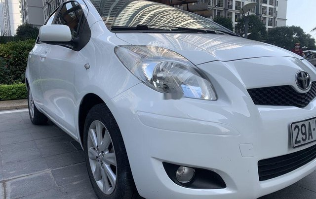 Bán Toyota Yaris sản xuất 2010, màu trắng, nhập khẩu còn mới, giá tốt0