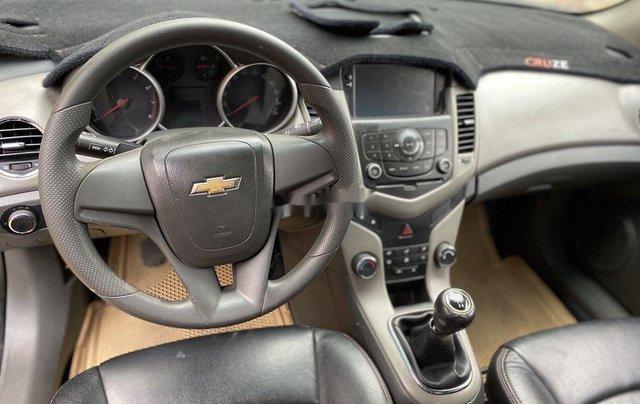Bán xe Chevrolet Cruze đời 2010, màu đen chính chủ, giá tốt7