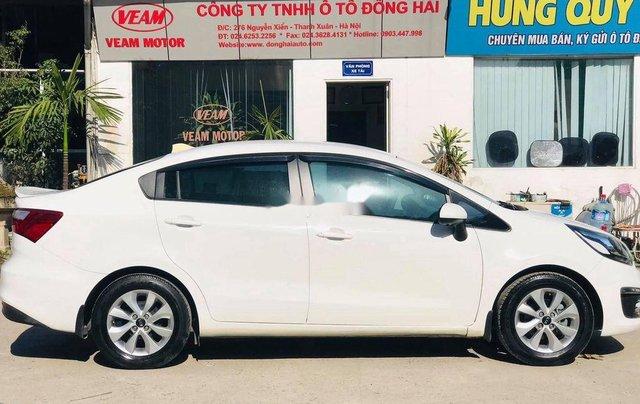 Cần bán lại xe Kia Rio đời 2017, màu trắng, 375tr3