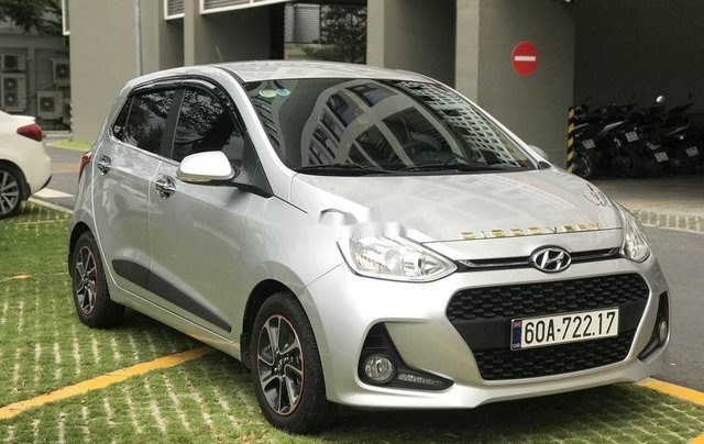 Cần bán Hyundai Grand i10 2019, màu bạc0