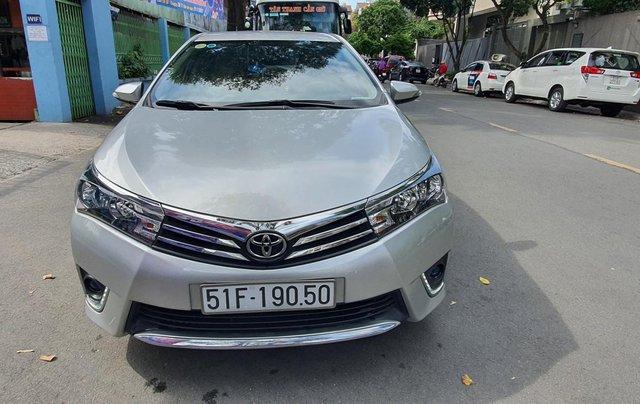 Cần bán xe Toyota Corolla Altis năm 2015, màu bạc0