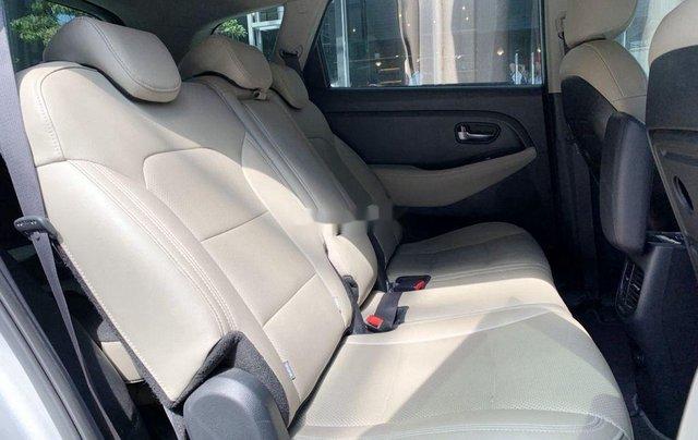 Cần bán Kia Rondo năm 2018, màu bạc chính chủ8