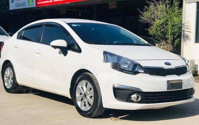 Cần bán lại xe Kia Rio đời 2017, màu trắng, 375tr1