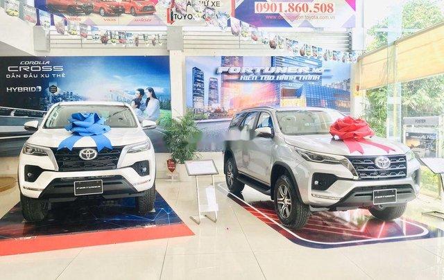 Cần bán xe Toyota Fortuner Legender 2020, màu trắng2