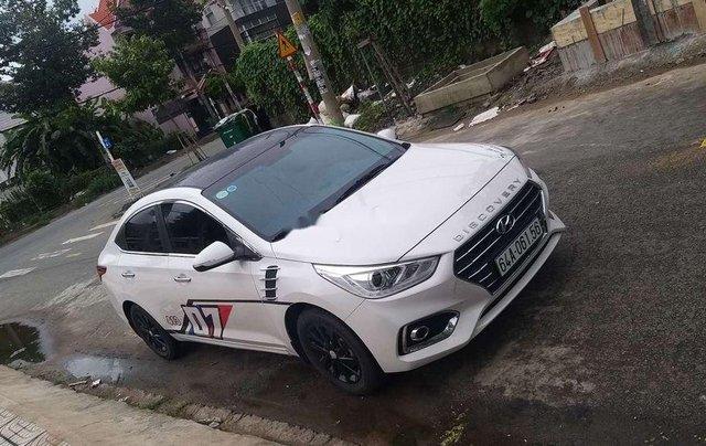 Bán Hyundai Accent năm sản xuất 2018, màu trắng, nhập khẩu nguyên chiếc3