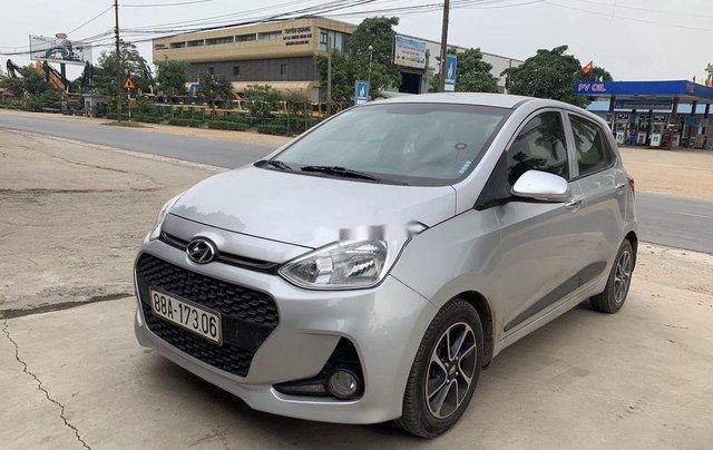 Cần bán Hyundai Grand i10 năm sản xuất 2017, màu bạc2