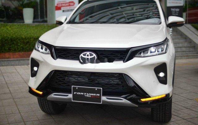 Cần bán xe Toyota Fortuner Legender 2020, màu trắng0