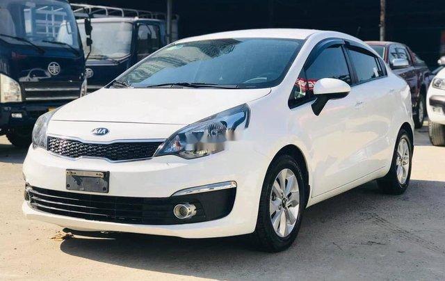 Cần bán lại xe Kia Rio đời 2017, màu trắng, 375tr0