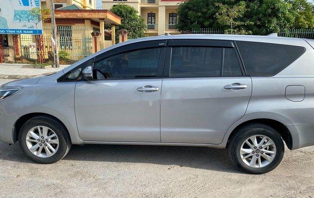 Cần bán gấp Toyota Innova đời 2018, màu bạc, giá tốt2