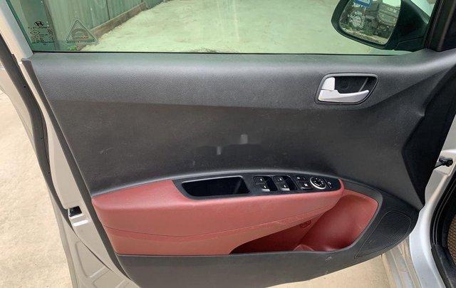 Cần bán Hyundai Grand i10 năm sản xuất 2017, màu bạc5