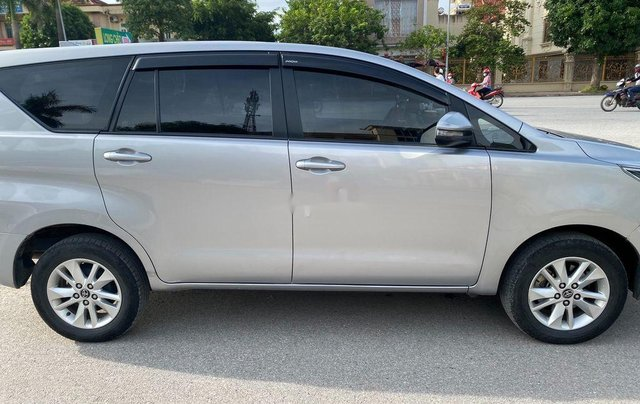 Cần bán gấp Toyota Innova đời 2018, màu bạc, giá tốt3