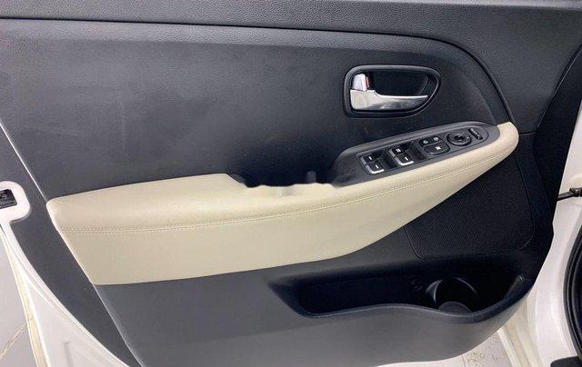 Cần bán gấp Kia Rondo năm sản xuất 2016 còn mới giá cạnh tranh10