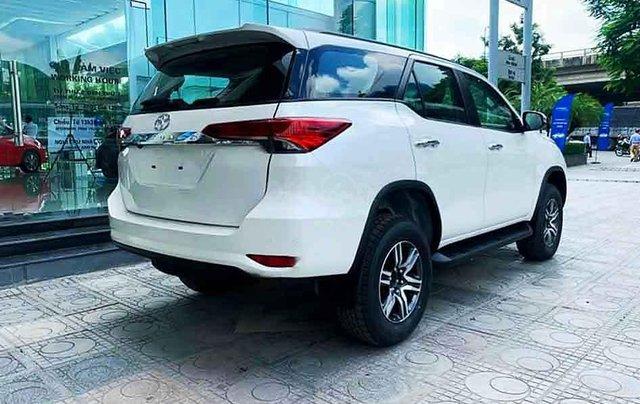 Bán xe Toyota Fortuner 2020, màu trắng4