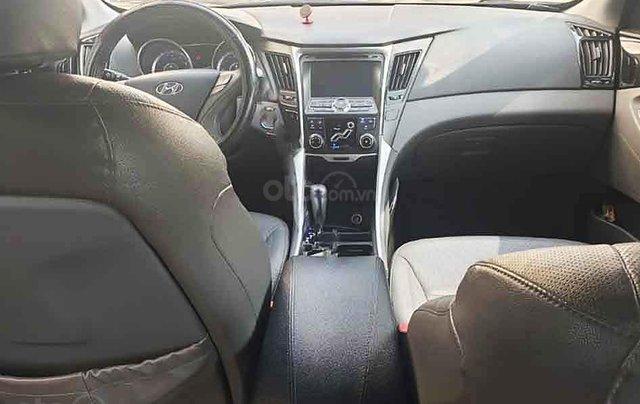 Xe Hyundai Sonata sản xuất năm 2011, màu đen, nhập khẩu nguyên chiếc xe gia đình3